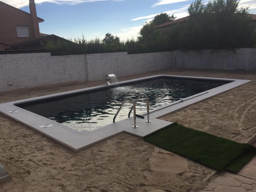 Piscina con cascada madrid piscinas ci madrid for Piscinas privadas madrid
