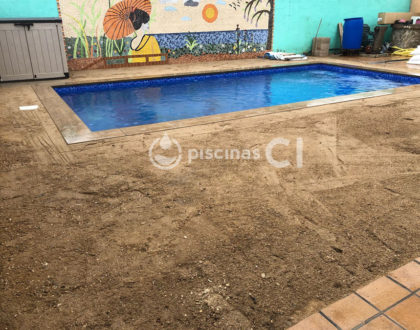 piscina-con-cesped-artificial-03